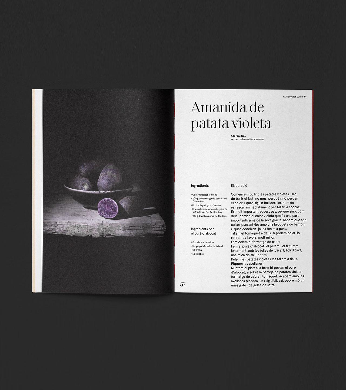 Pàgina doble de revista amb fotografia i text